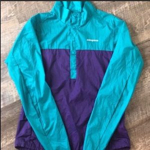 Patagonia ultra packable wind breaker